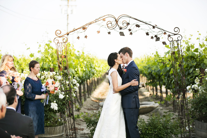Scribner Bend Vineyards Wedding_11
